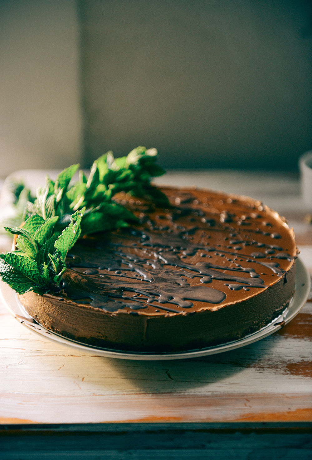 No-Bake, Vegan, Chocolate Mousse Cake with Fresh Mint // www.WithTheGrains.com